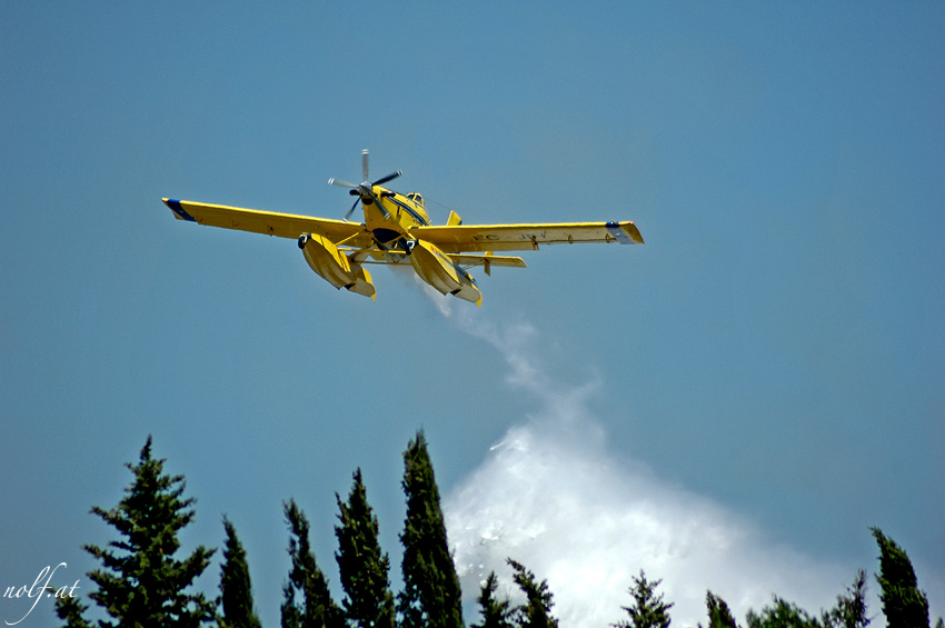 Aircraft to slake Fire in Action || Loeschflugzeug in Aktion